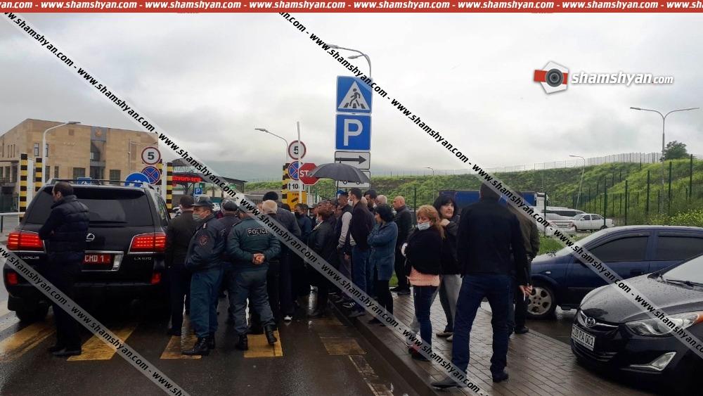 Photo of Լարված իրավիճակ Բագրատաշենի անցակետում. Ռուսաստանի Դաշնության քաղաքացիություն ունեցող, ազգությամբ հայ մոտ 130 քաղաքացի մնացել են անցակետում