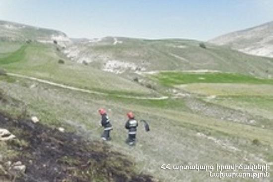 Photo of Հրշեջ-փրկարարները մարել են խոտածածկ տարածքներում բռնկված հրդեհները՝ ընդհանուր ընդգրկելով մոտ 8 հա տարածք