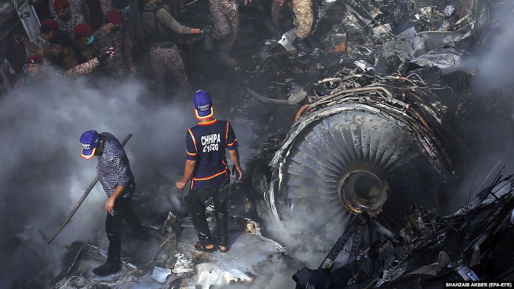 Photo of Число жертв авиакатастрофы в Пакистане возросло до 97