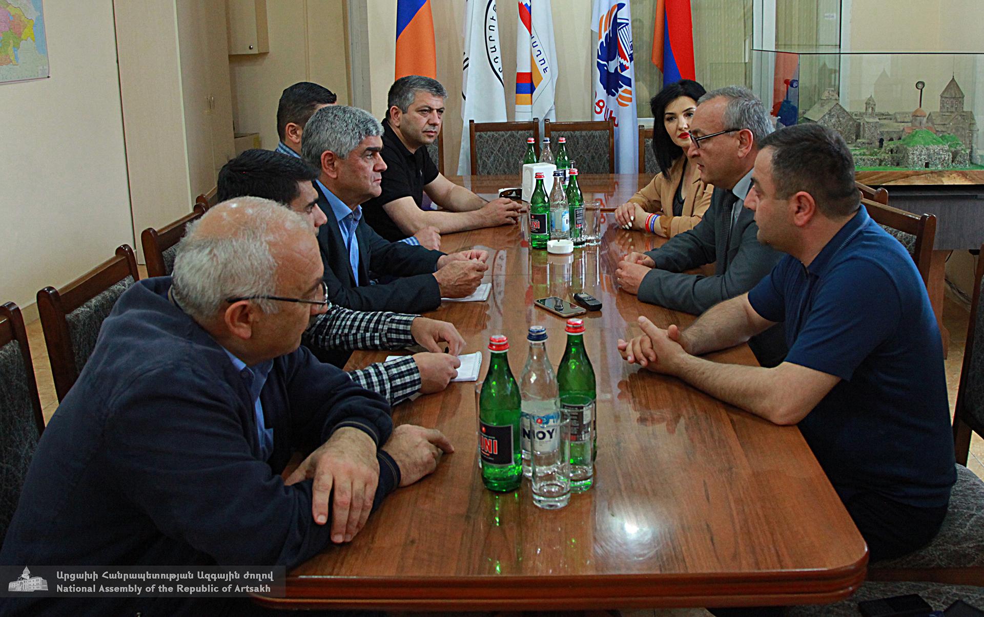 Photo of Արթուր Թովմասյանը հանդիպումներ է ունենում քաղաքական ուժերի և նախագահական ընտրություններին մասնակցած թեկնածուների հետ