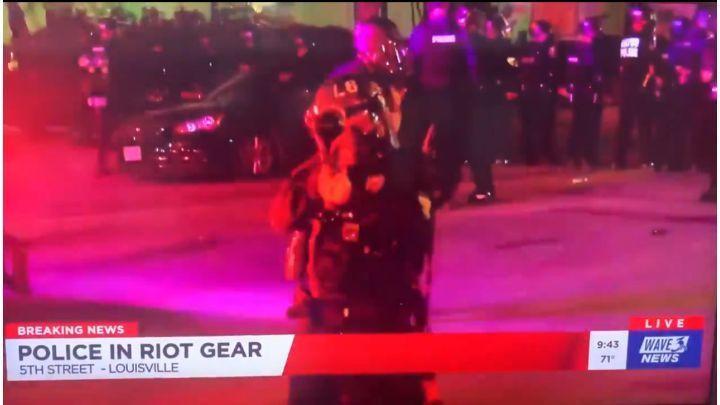 Photo of ԱՄՆ-ում ոստիկանությունը ռետինե փամփուշտներով կրակել է լրագրողին
