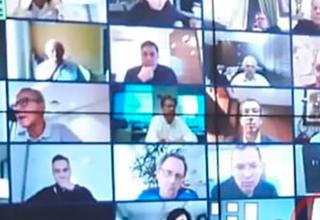 Photo of Президент Бразилии увидел голого мужчину во время видеоконференции и рассмеялся