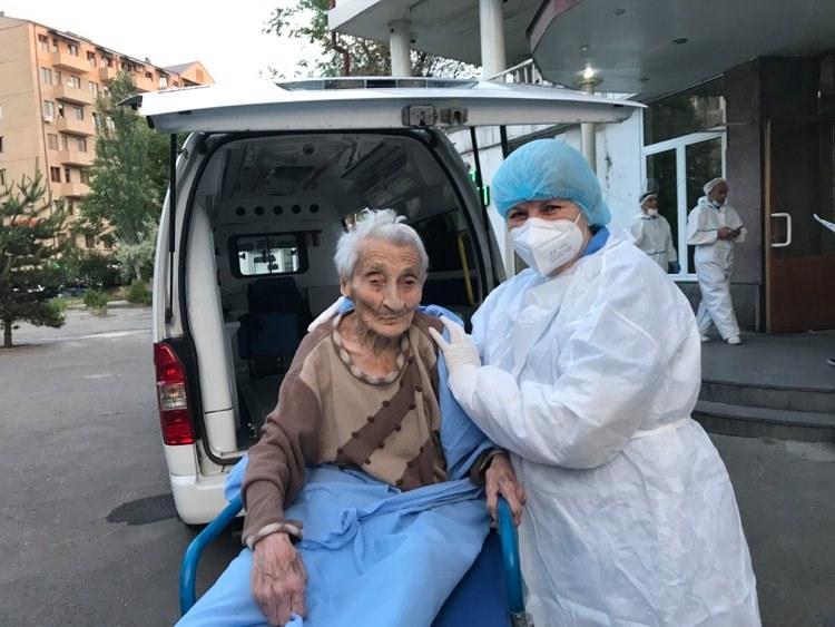Photo of Из медицинского центра «Сурб Григор Лусаворич» выписалась 101-летняя бабушка Назани