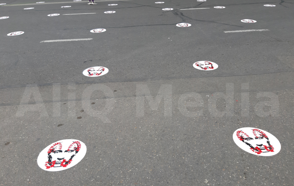 Photo of Պուտինին պատկերող պիտակներով գծանշումներ՝ սոցիալական հեռավորություն պահպանելու համար