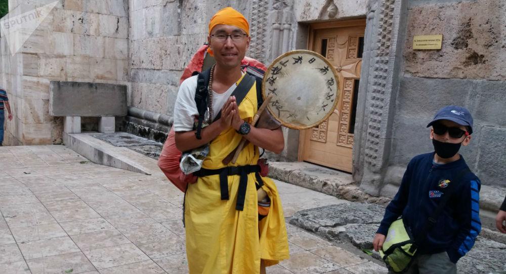 Photo of Ինչո՞ւ դիմակով չեք․ ճապոնացին ոտքով հասել է Հայաստան ու համավարակի պատճառով մնացել այստեղ