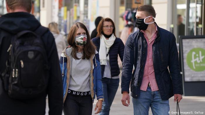 Photo of Ношение масок создает «опасную иллюзию» — доктор