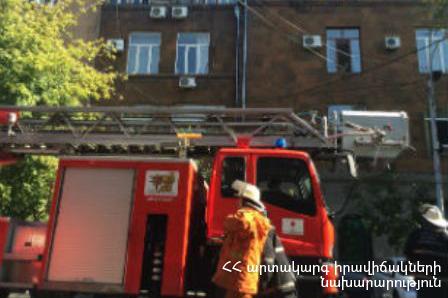 Photo of «Պրագա» հյուրանոցի շենքում բռնկված հրդեհը հանգցվել է. երիտասարդ աղջիկը ծխահարման նախանշաններով հոսպիտալացվել է