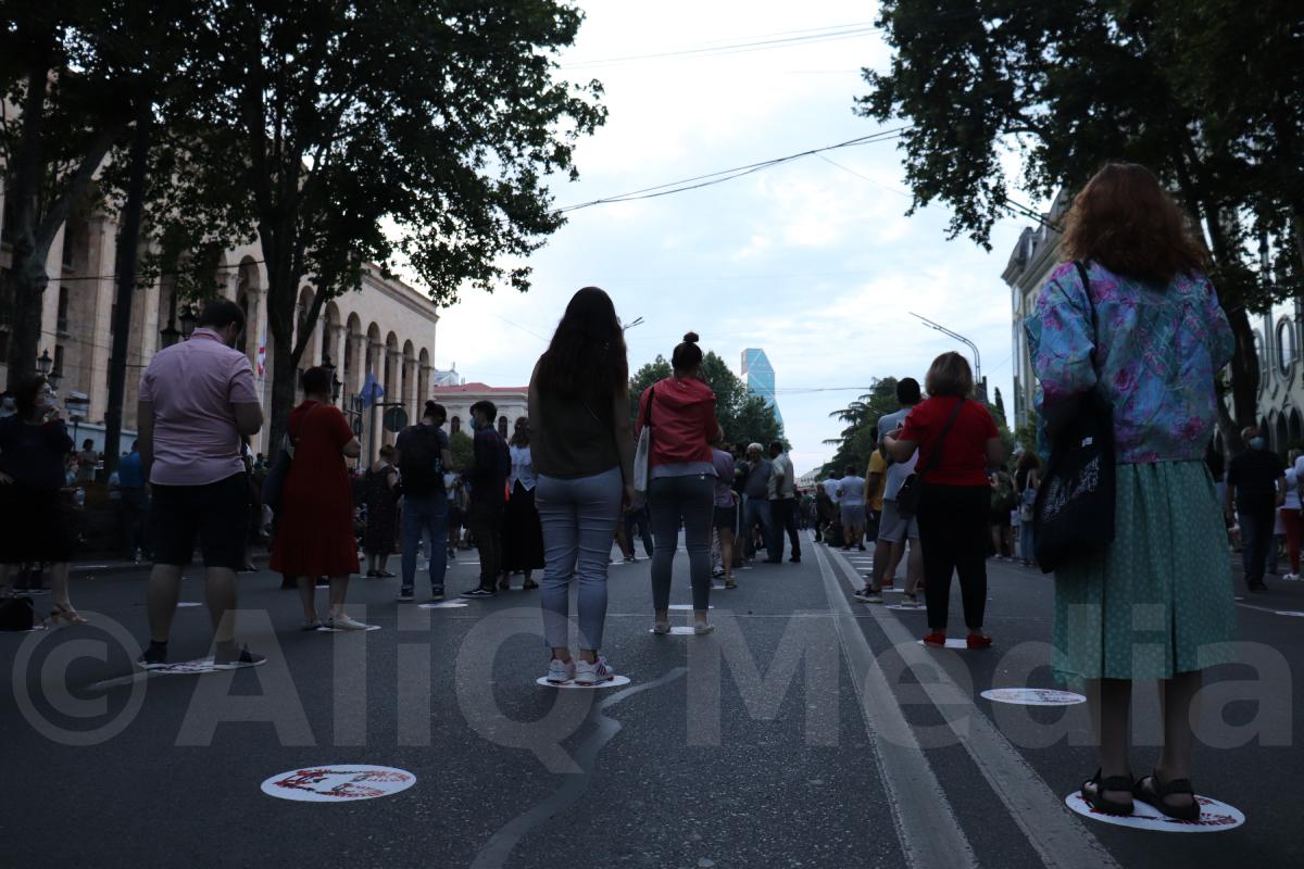 Photo of «Գավրիլովի գիշեր»-ից մեկ տարի անց «Ամոթ է» շարժման մասնակիցները Թբիլիսիում հանրահավաք էին նախաձեռնել