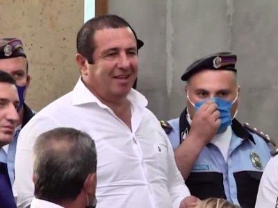 Photo of Դատարանը հրապարակում է Գագիկ Ծառուկյանին կալանավորելու միջնորդության վերաբերյալ որոշումը (ուղիղ)