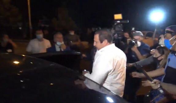 Photo of Գագիկ Ծառուկյանը դուրս եկավ դատարանից. Նիստը կշարունակվի վաղը