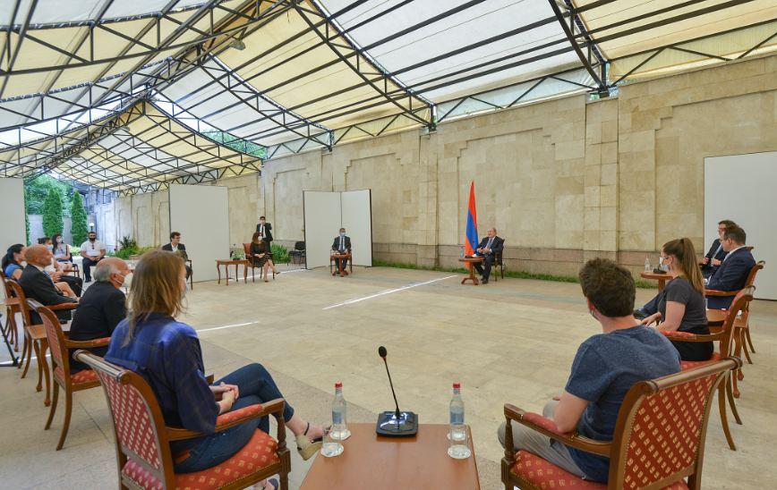 Photo of Նոր էջ հայ-ֆրանսիական հարաբերություններում. նախագահ Արմեն Սարգսյանը հյուրընկալել է ֆրանսիացի բուժաշխատողների խմբին