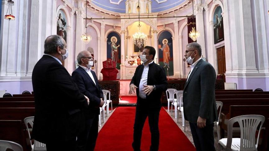 Photo of Мэр Стамбула посетил армянскую церковь, на которую недавно напали