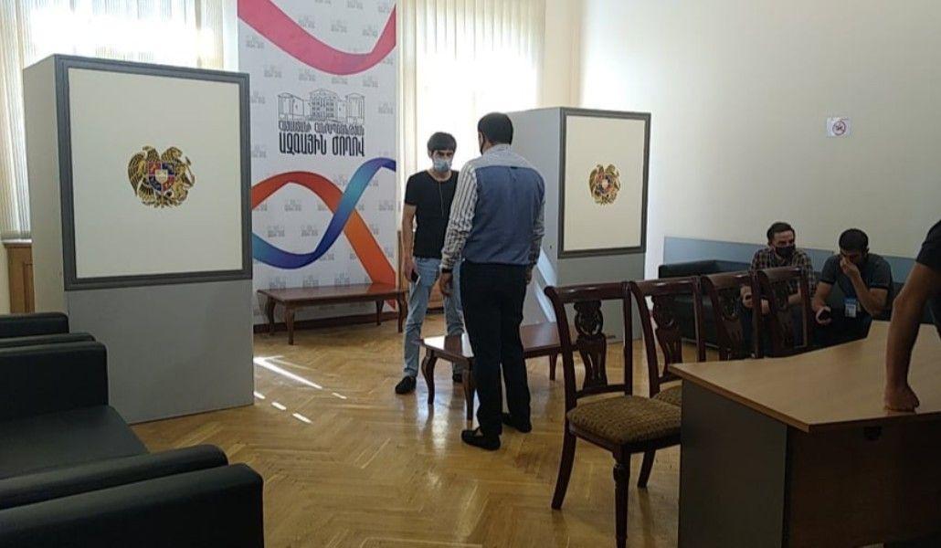 Photo of ԱԺ պատգամավորները քվեարկում են Գագիկ Ծառուկյանին անձեռնմխելիությունից զրկելու հարցի վերաբերյալ. ուղիղ