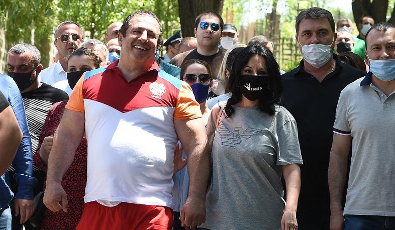 Photo of Ծառուկյանը ձերբակալված չէ. պաշտպան