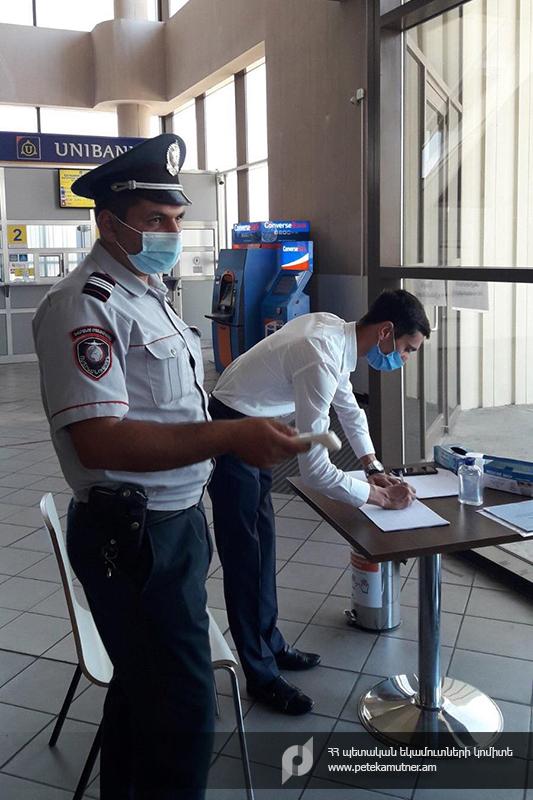 Photo of Մաքսատուն-վարչություններում պահպանվում է սոցիալական հեռավորությունը և ապահովվում քաղաքացիների անվտանգ սպասարկումը