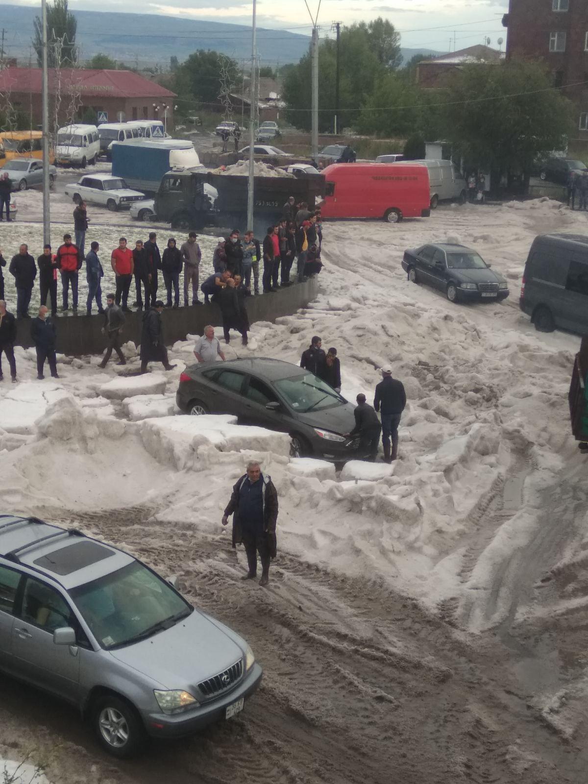 Photo of Փրկարարները Գյումրիում ռետինե նավակներ ու մեկ տասնյակից ավելի հրշեջ մեքենաներ են գործի դրել