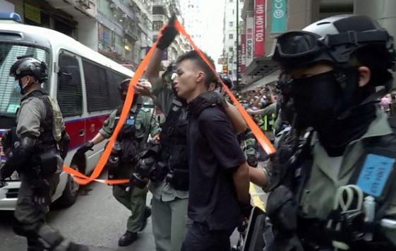 Photo of Гонконг: сотни задержанных из-за закона о госбезопасности