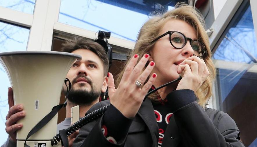 Photo of Ксению Собчак отпустили из полиции под обязательство о явке после задержания в Москве
