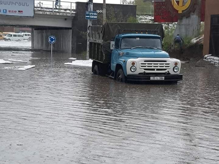 Photo of В Гюмри прошел ливень и выпал сильный град