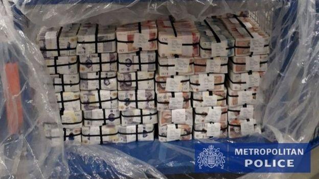 Photo of «Нам конец». Европол вскрыл преступный чат, арестовано более тысячи человек