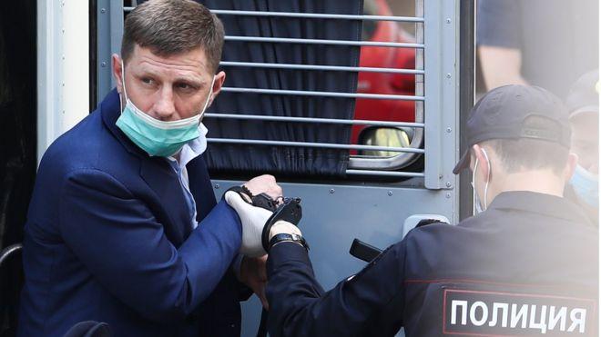 Photo of «Работал губернатором Хабаровского края». Суд арестовал Сергея Фургала