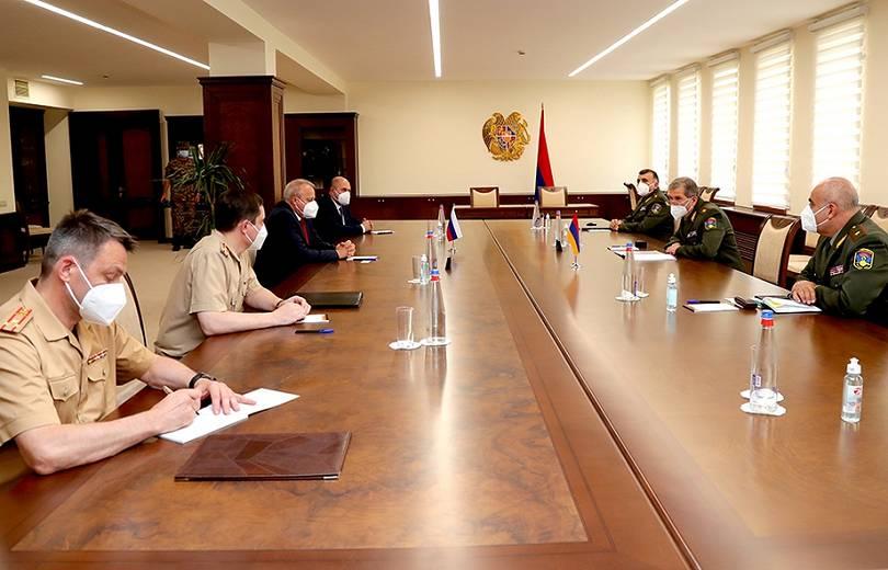 Photo of Глава Генштаба Армении обсудил с послом и военным атташе России военно-техническое сотрудничество