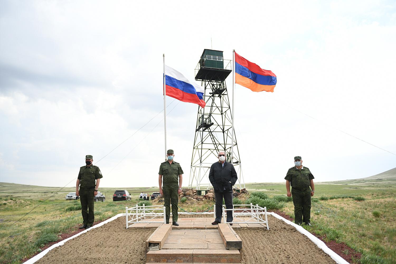Photo of Հայաստանի և Ռուսաստանի բարեկամության խորհրդանիշները. նախագահն այցելել է պետական սահման