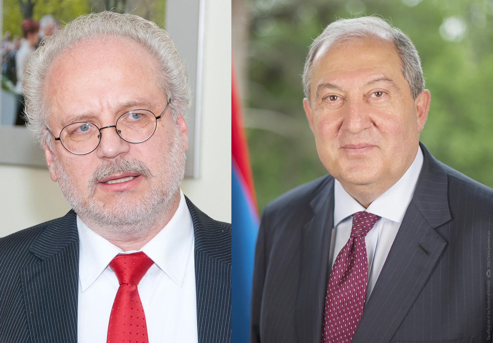 Photo of Երկու երկրները համագործակցության լուրջ ներուժ ունեն. նախագահ Արմեն Սարգսյանը հեռախոսազրույց է ունեցել Լատվիայի նախագահի հետ