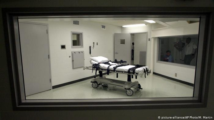 Photo of В США из-за пандемии отложили исполнение смертного приговора