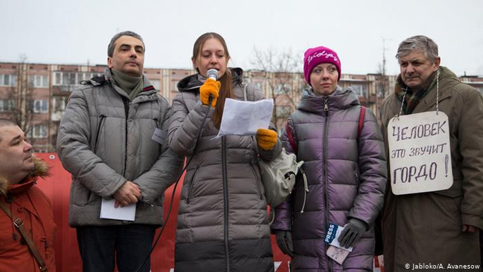 Photo of В Пскове из-за акции в защиту Прокопьевой задержаны журналисты