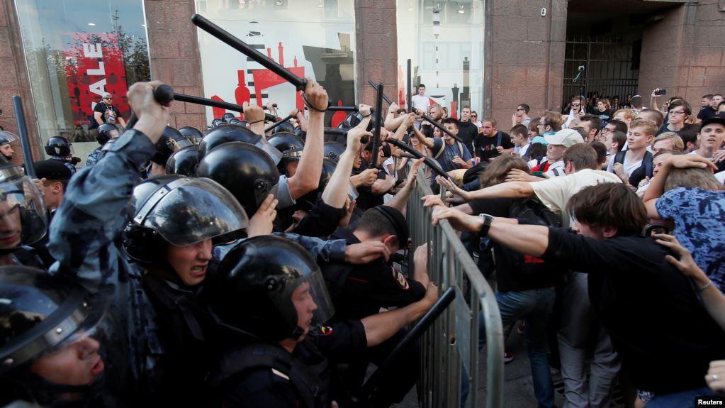 Photo of Полиция отсудила у Навального и его соратников около 8 миллионов рублей