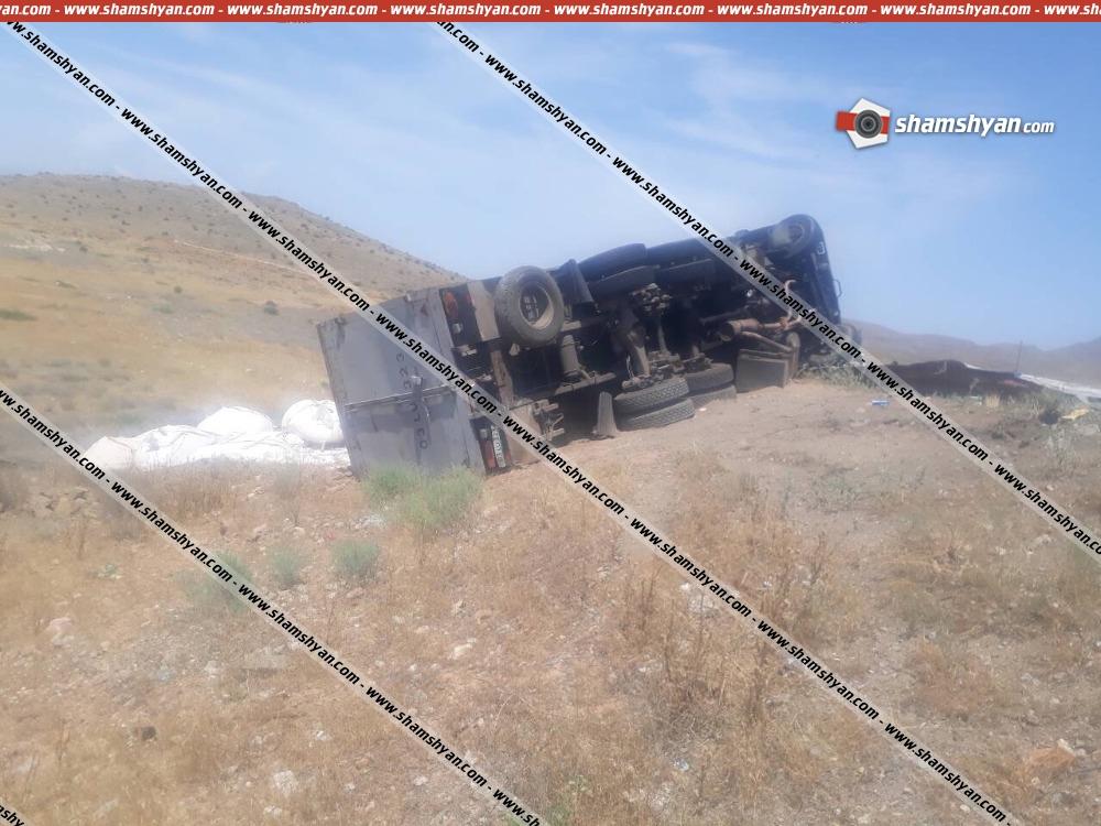 Photo of Խոշոր ավտովթար Արարատի մարզում. 36-ամյա վարորդը «Կամազ»-ով բախվել է երկաթե արգելապատնեշներին և կողաշրջվել. կա վիրավոր