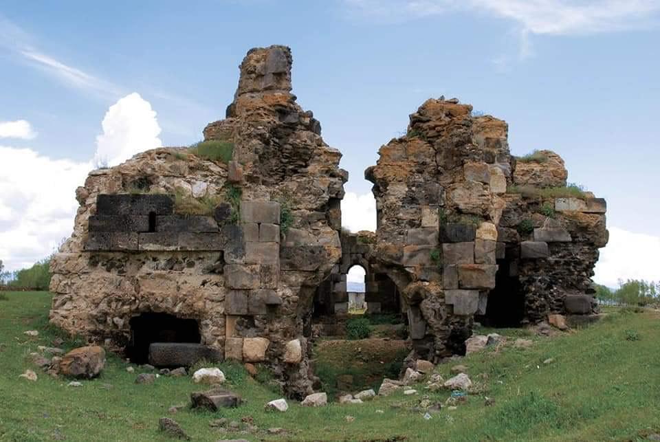 Photo of Из вод Вана появилась затопленная армянская церковь Арчеша