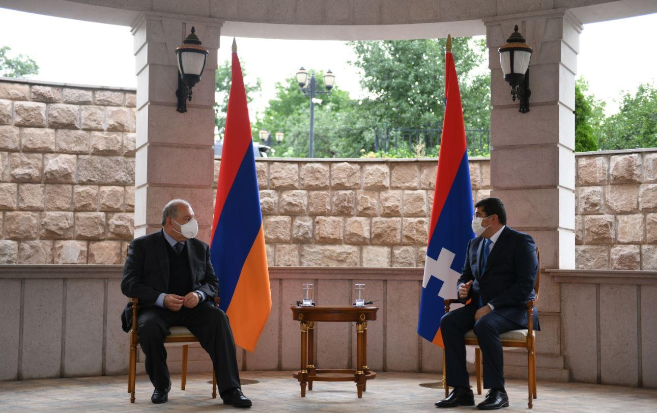 Photo of Հայաստանի նախագահ Արմեն Սարգսյանը հանդիպում է ունեցել Արցախի նախագահ Արայիկ Հարությունյանի հետ