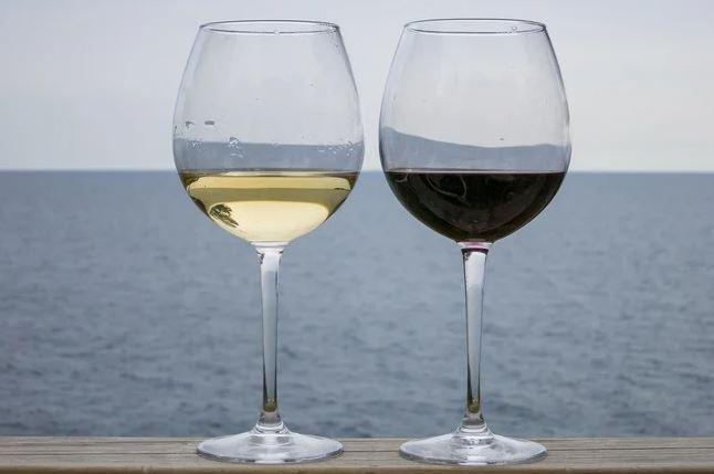 Photo of Напиток богов: 10 интересных афоризмов о вине
