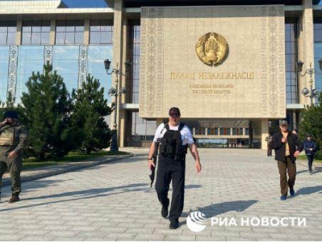 Photo of Лукашенко снова появился с автоматом в руках