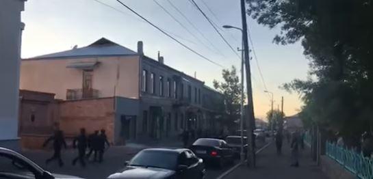 Photo of Զանգվածային միջադեպ Ախալքալաքում. կան զոհեր, հյուրանոց է այրվում