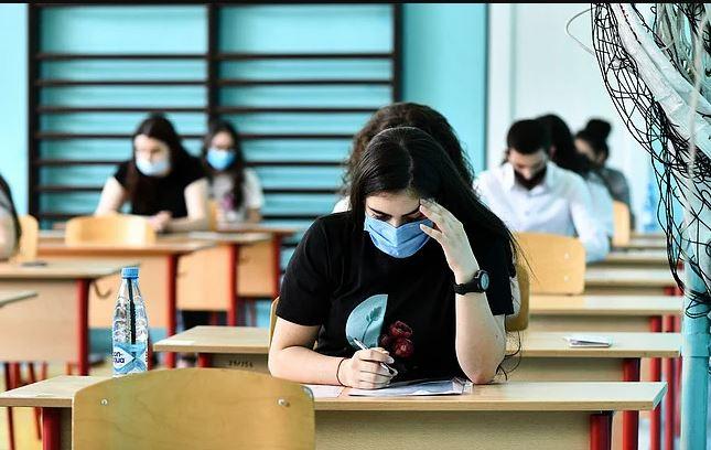 Photo of Маски, переменки и расписание уроков: Арутюнян ответил на вопросы о возобновлении занятий в школах