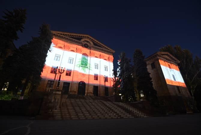 Photo of Здание парламента Армении осветили цветами государственного флага Ливана