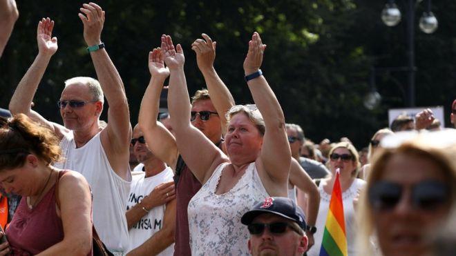 Photo of Коронавирус: смертельный июль в США; в Берлине протесты против локдауна