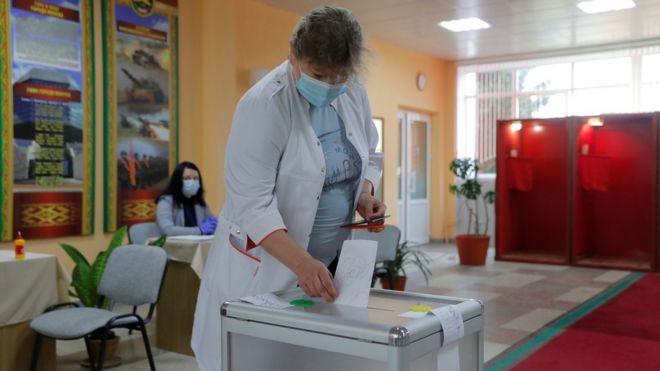 Photo of В Беларуси проходят президентские выборы. Александр Лукашенко пытается переизбраться на шестой срок