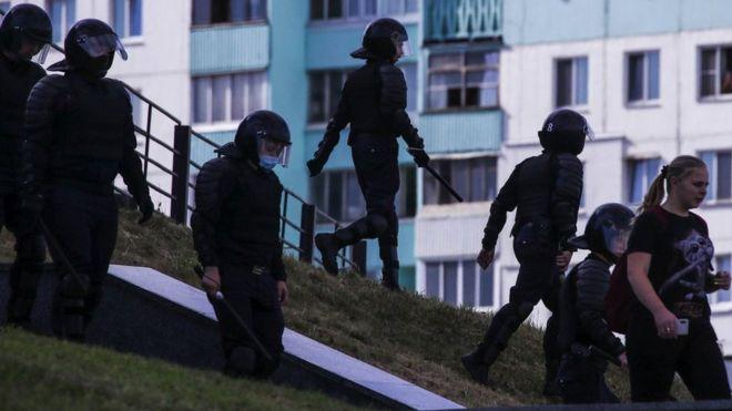 Photo of Протесты в Беларуси: магазины в Минске закрыты, на улицах БТРы
