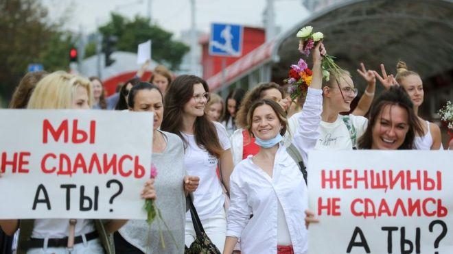Photo of Беларусь: российские журналисты на госканалах и выступления Тихановской и Цепкало. Главное к вечеру пятницы
