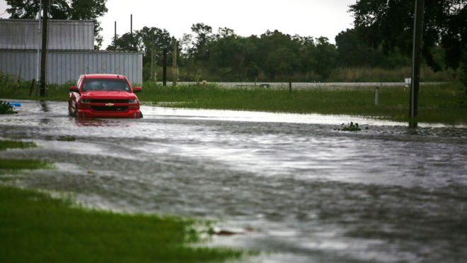Photo of Ураган «Лаура». Луизиана готовится к океанской волне высотой в шесть метров