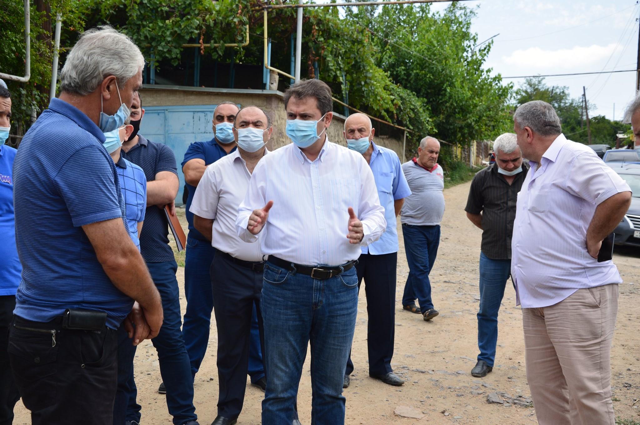 Photo of Հակառակորդի հրետակոծությունից ամենից շատ տուժած գյուղում շարունակվում են վնասված տների վերանորոգման աշխատանքները