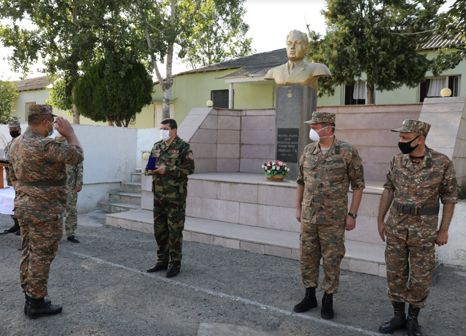 Photo of Араик Арутюнян вручил государственные награды военнослужащим, сбившим БПЛА противника типа ‹‹ORBITER-3››