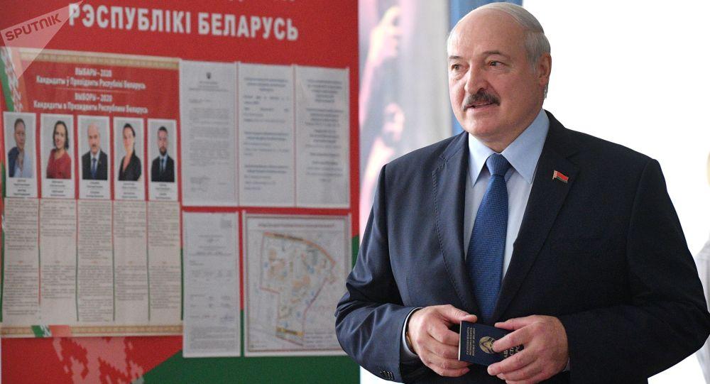Photo of «Спасибо, минчане, что вы терпите меня четверть века»: Лукашенко выступил на митинге