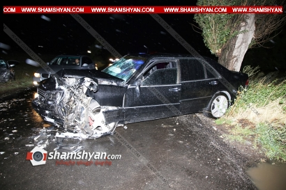 Photo of Կոտայքի մարզում ճակատ-ճակատի բախվել են Mercedes-ը և Opel Zafira-ն. 5 վիրավորներին ավտոմեքենայից դուրս են բերել փրկարարներն ու քաղաքացիները