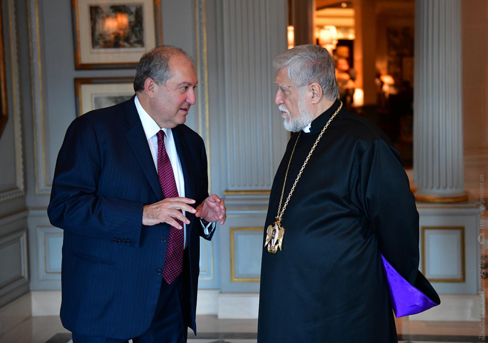 Photo of Армен Саркисян провел телефонный разговор с Католикосом Великого Дома Киликийского Арамом I