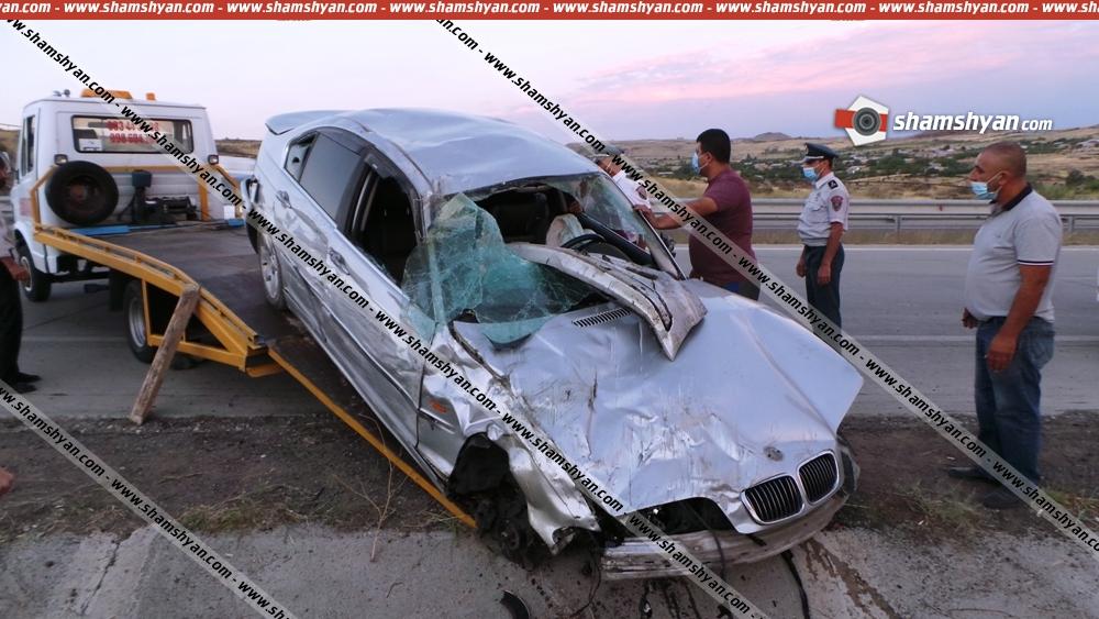 Photo of Խոշոր ավտովթար Արագածոտնի մարզում. 34-ամյա վարորդը BMW-ով բախվել է հողաթմբին, մի քանի պտույտ շրջվելով՝ բախվել ցուցանակին. կա վիրավոր